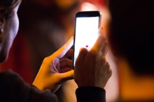 Las 5 mejores aplicaciones para bajar el brillo del celular